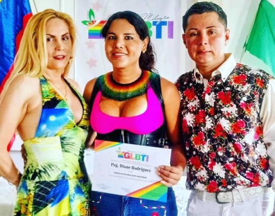 Diane Marie Rodriguez Zambrano recibe reconocimientoen milagro ecuador por la lucha LGBT5