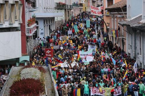 #Ecuador LGBT protestan contra el gobierno de Lenín Moreno en marcha masiva diario el diverso ecuador3