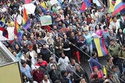 #Ecuador LGBT protestan contra el gobierno de Lenín Moreno en marcha masiva diario el diverso ecuador5
