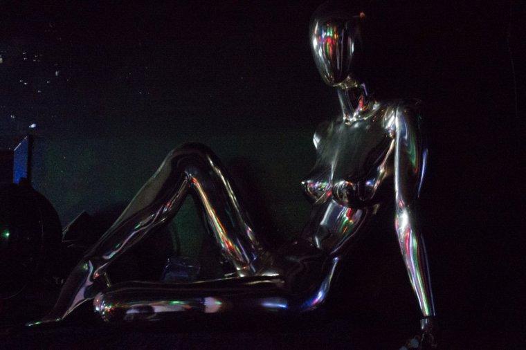 diAario el videro- The_Spectrum__silver_mannequin