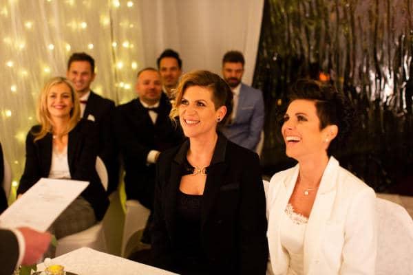 Pareja-de-lesbianas-celebran-el-PRIMER-matrimonio-igualitario-en-Austria-1-1.jpg
