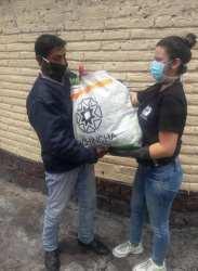 Donación de canastas y alimentos por parte de la Asociación Silueta X, centro Pisco Trans y La Camara LGBT de Comercio Ecuador - Covid19 - Apoyo Prefectura de Pichincha (9)