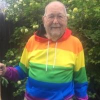 Tras décadas de ocultarlo, este abuelo de 90 años cuenta que es gay
